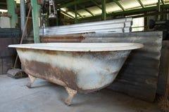 Roestige oude badkuip Stock Afbeelding