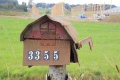 Roestige oude brievenbus Royalty-vrije Stock Afbeeldingen