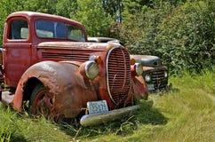 Roestige oude Ford-bestelwagen Royalty-vrije Stock Afbeeldingen
