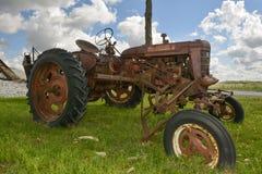 Roestige Oude Tractor Royalty-vrije Stock Afbeeldingen