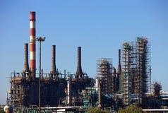 Roestige raffinaderij royalty-vrije stock afbeeldingen