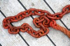 Roestige rode ketting Royalty-vrije Stock Afbeeldingen