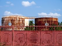 Roestige silo's Royalty-vrije Stock Afbeeldingen