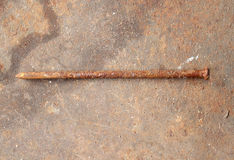 Roestige spijkers op houten achtergrond Royalty-vrije Stock Foto