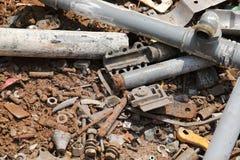 roestige voorwerpen in recycling voor de gescheiden inzameling van recycl royalty-vrije stock foto