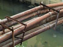 Roestige waterpijpen Stock Foto's