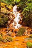 Roestige waterval stock afbeeldingen