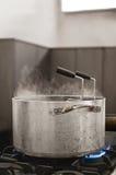 Roestvrije pan op een fornuis Stock Foto