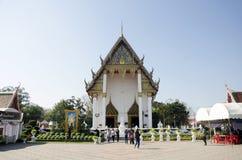 Rogación tailandesa y respecto asiáticos de la gente con el nombre Lu de la estatua de Buda Fotos de archivo libres de regalías
