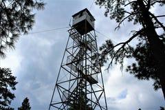 Rogacz Skacze światopogląd, Apache Sitgreaves las państwowy, Navajo okręg administracyjny, Arizona, Stany Zjednoczone zdjęcie stock