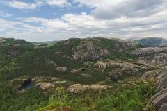 Rogaland góry krajobraz z jeziorami i lasem, Norwegia Obraz Stock