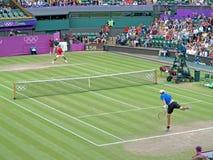 Roger Federer och John Isner Royaltyfri Fotografi