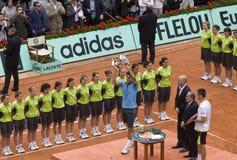 Roger Federer von der Schweiz mit Cup, es receiv Stockfotos