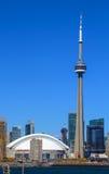 Rogers Centre och CN-torn royaltyfri foto