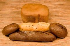 Rogge en wit brood Stock Foto's