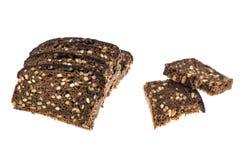 Roggebrood met zonnebloemzaden, op witte achtergrond worden geïsoleerd die royalty-vrije stock afbeelding
