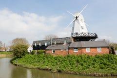 Roggewindmolen door de rivier Tillingham Royalty-vrije Stock Foto's