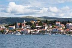 Rogoznica Kroatiensikt från havet Arkivfoton