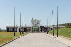 ROGOZNICA, POLÔNIA - 3 DE JUNHO DE 2019 A via principal ao campo de concentração nazista bruto-Rosen imagem de stock royalty free