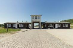 ROGOZNICA, POLÔNIA - 3 DE JUNHO DE 2019 A via principal ao campo de concentração nazista bruto-Rosen imagens de stock