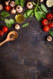 Rohe Bestandteile für das Kochen stockfotografie