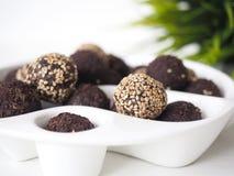 Rohe Bonbon-Bälle des strengen Vegetariers stockbilder