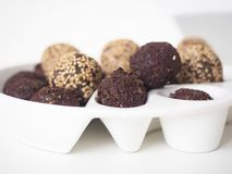 Rohe Bonbon-Bälle des strengen Vegetariers stockfotografie