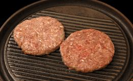 Rohe Burger Stockfotos