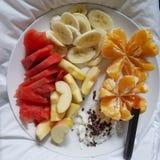 Rohe Fruchtdiät plus CBD entspricht Gesundheit Stockbilder