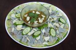 Rohe Garnele und würzige Soße, Meeresfrüchte Thailand Stockbild
