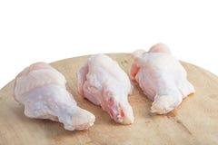 Rohe Hühnerbeine auf weißem Hintergrund Stockbilder