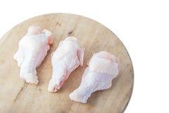 Rohe Hühnerbeine auf weißem Hintergrund Lizenzfreie Stockfotos