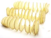 Rohe Kartoffeln eingeschnitten einer Spirale lizenzfreie stockfotos