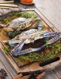Rohe Krabben mit Gewürzen Lizenzfreies Stockfoto