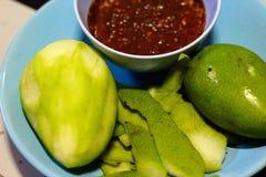 Rohe Mangofrucht Lizenzfreie Stockfotos