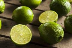 Rohe organische grüne Kalke Lizenzfreie Stockfotos