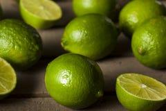 Rohe organische grüne Kalke Lizenzfreies Stockfoto