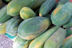 Rohe Papaya für Verkauf Stockbild
