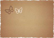 Rohe Pappe mit Schmetterlingen Stockfotografie