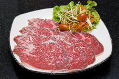 Rohe Rindfleischscheiben Stockbilder