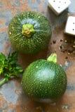 Rohe runde Zucchini Stockfotografie
