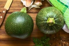Rohe runde Zucchini stockfoto
