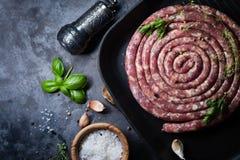 Rohe Wurst für Grill stockfoto