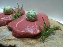 Roher Magerschnitt des Rumpsteaks vorbereitend zu kochen Stockfoto