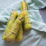 Roher Mais zugebereitet für das Backen lizenzfreie stockfotografie