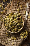 Roher organischer Kürbis Pepita Seeds Lizenzfreies Stockfoto