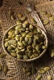Roher organischer Kürbis Pepita Seeds Lizenzfreie Stockfotos
