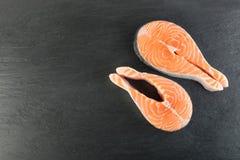 Roher rosa Salmon Steak, rote Fisch-, Kumpel-oder Forellen-Leiste lizenzfreies stockfoto