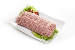 Rohes Füllfleisch in einem Teller auf einem weißen Hintergrund Stockbild