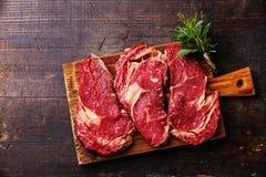 Rohes Fleisch Ribeye-Steakmittelrippe vom rind Stockfotos